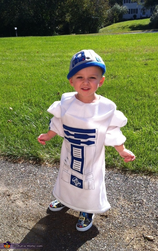 Toddler R2D2 - Homemade costumes for boys