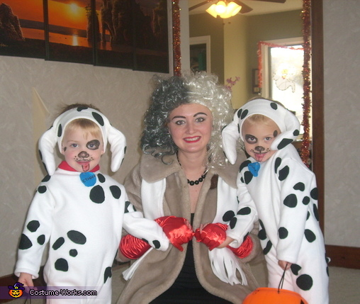 Cruella Deville and her Dalmatian Pups Costume