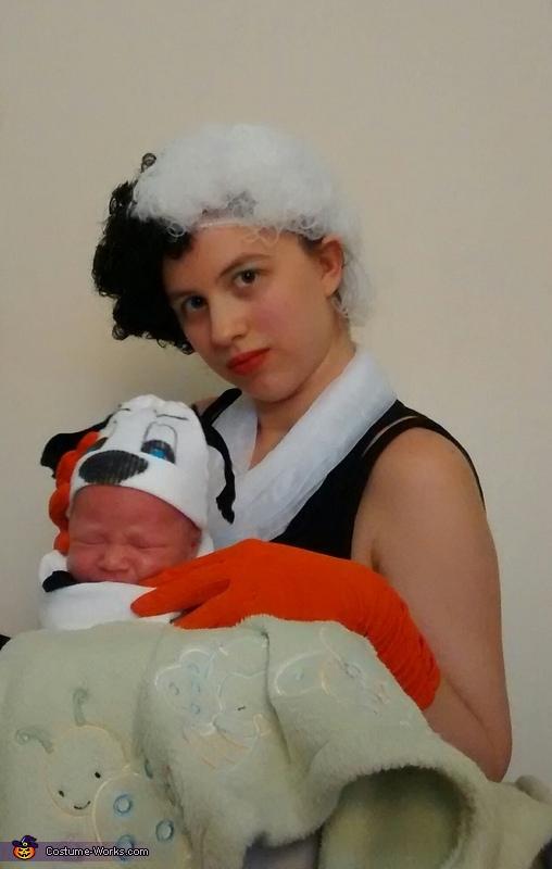 Cruella & stolen puppy, 101 Dalmatians Costume