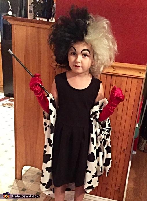 Cruella De Vil, 101 Dalmatians Family Costume