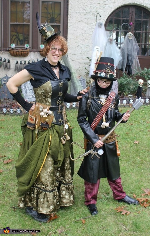 Abraham Lincoln, Steampunk Vampire Hunter and his trusty research assistant, Abraham Lincoln, Steampunk Vampire Hunter Costume