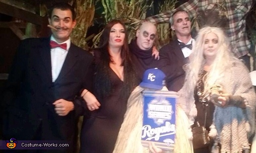 Take the crown, Addams Family Costume