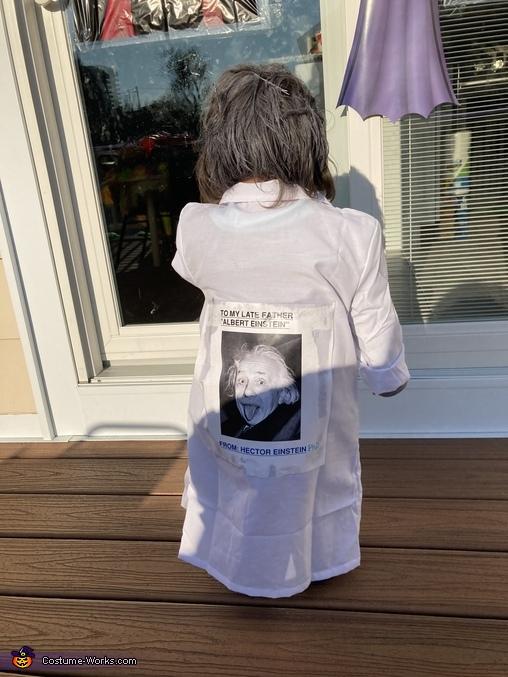 Back view, Albert Einstein's Son Costume