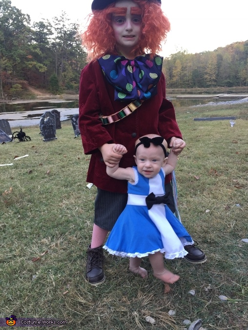 Alice & Mad Hatter, Alice in Wonderland Family Costume