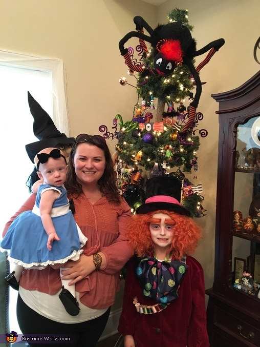 Momma & her babies, Alice in Wonderland Family Costume