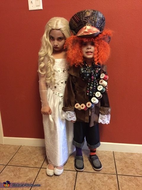 Lianna and enzo, Family Alice in Wonderland Costume
