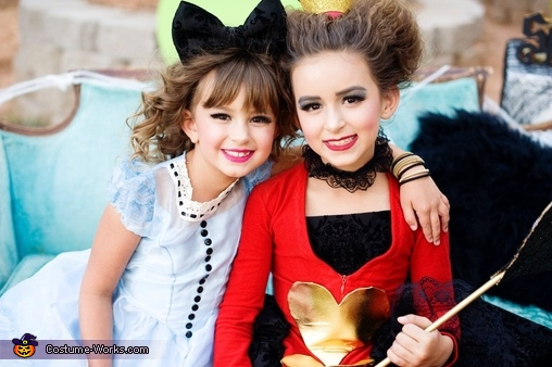 Alice and the queen of hearts, Alice in Wonderland Costume
