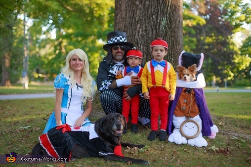Alice in Wonderland Family Halloween Costume Idea