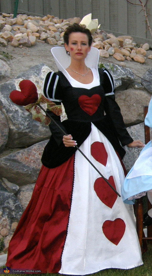 Queen Of Hearts, Alice in Wonderland Family Costume