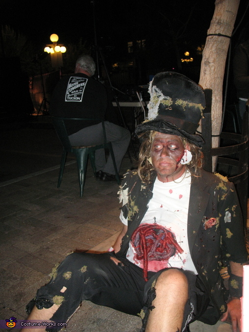 Alice in wonderland Zombies.  The mad hatter., Alice in Wonderland Zombies Group Costume