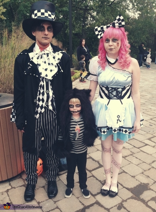 Alice in Zombieland Family Costume