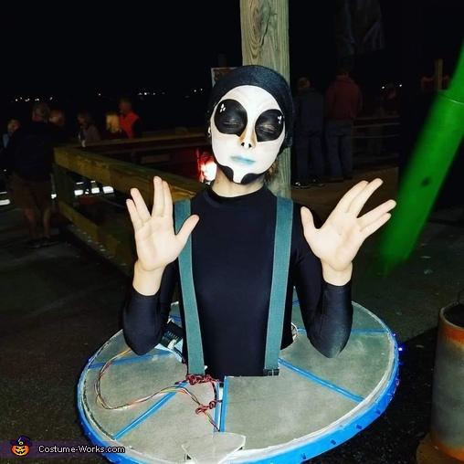 We come in peace, Alien Family Costume
