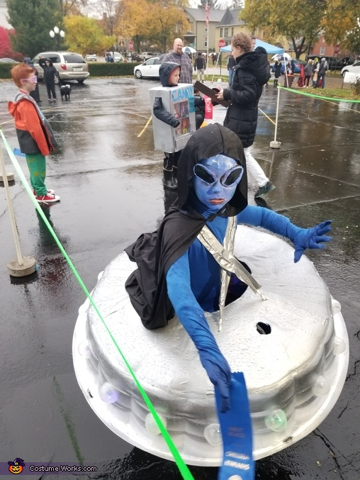 Winning First, Alien Invasion Costume
