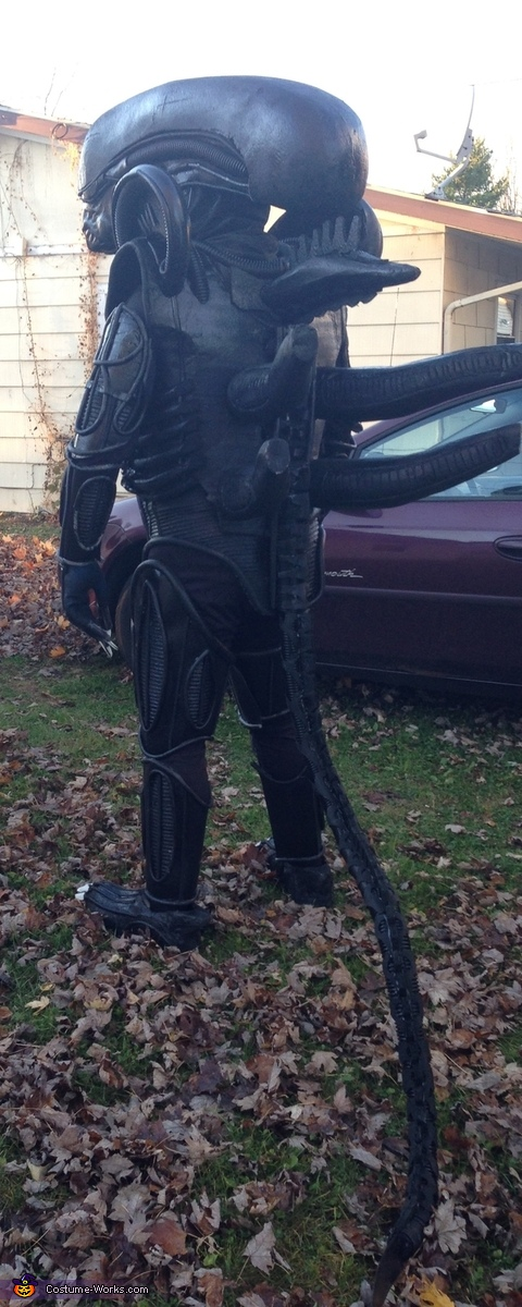 Rear view including tail, Alien Xenomorph Costume