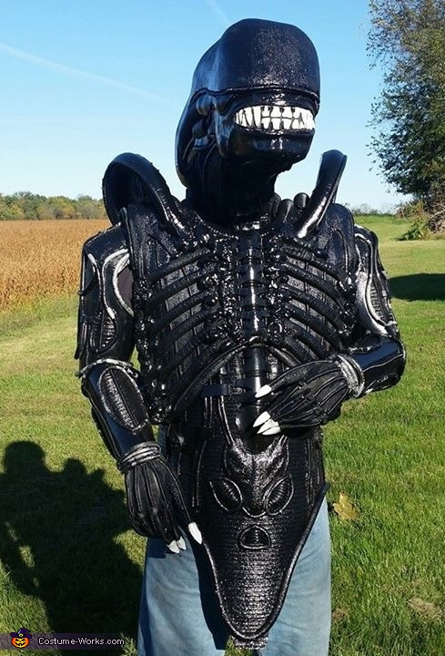 Body 'test fit', Alien Xenomorph Costume