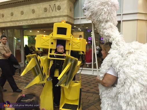Look at the Loader not the Lama, Aliens Powerloader Costume