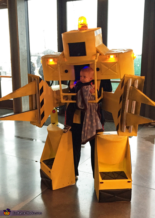 The blanket isnt part of the costume but a reuirement for pilot happiness., Aliens Powerloader Costume
