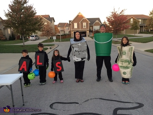 ALS Ice Bucket Challenge, ALS Ice Bucket Challenge Family Costume