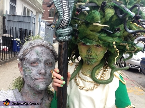 Medusa and her Statue (mom), Amazing Medusa Costume