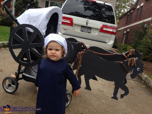 Ellie goes Amish, Amish Girl in a Buggy Costume