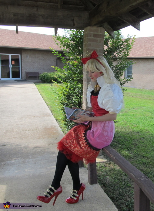 Reading on a rail, Apple White daughter of Snow White Costume