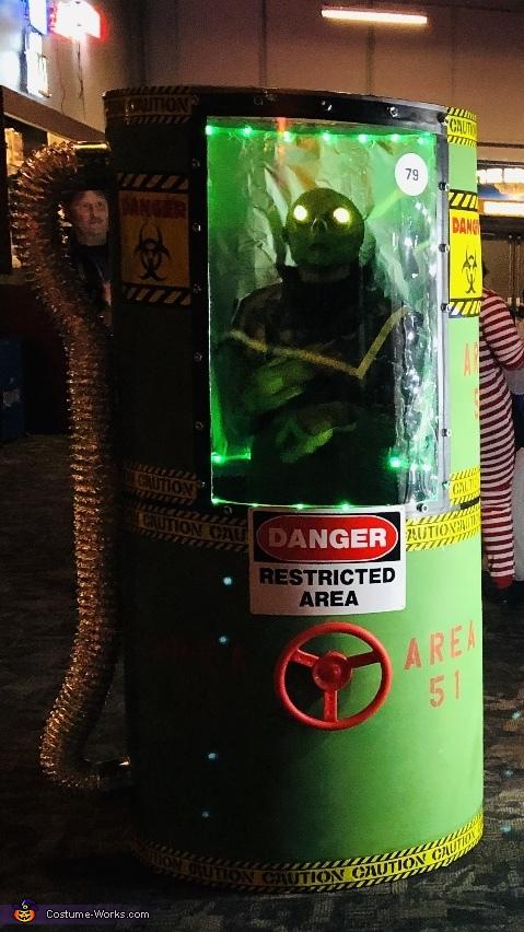 Alien in area-51 container, Area-51 Alien in Container Costume