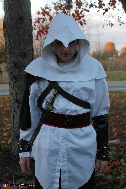 closer up, Assassin Costume