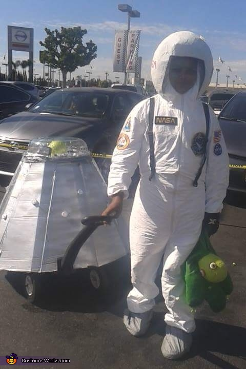 Astronaut Back Home with Alien Evidence Costume