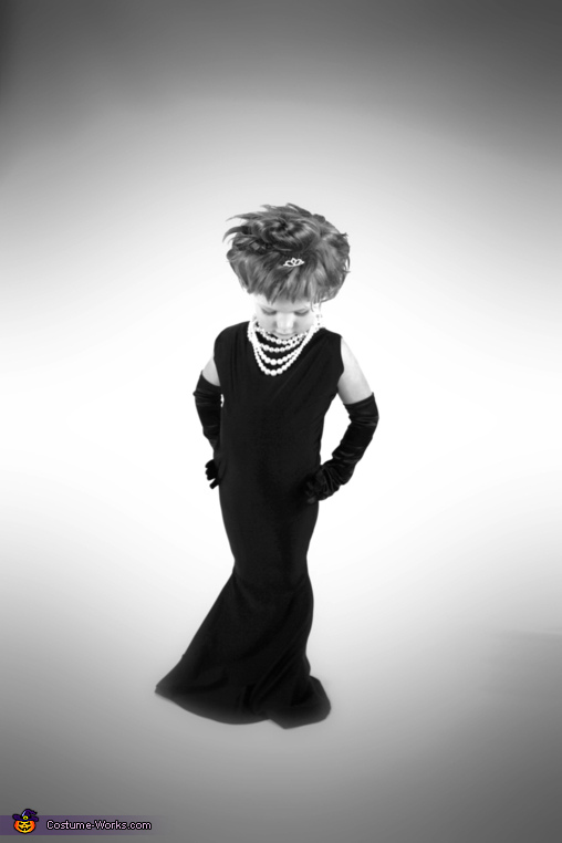 Audrey Hepburn - Halloween Costume Ideas for Girls - Photo 2/2