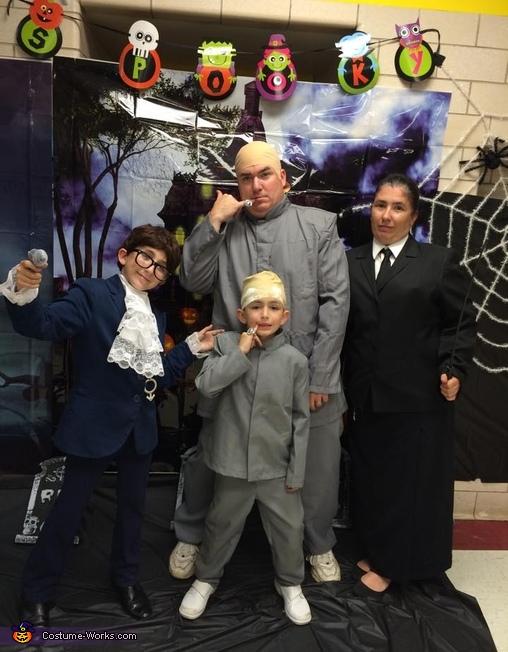 Austin Powers Family Costume