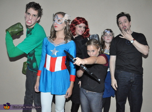 Super Hero Posers!, Avengers Family Costume