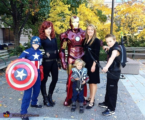 Avengers Family Costume Photo 2 4
