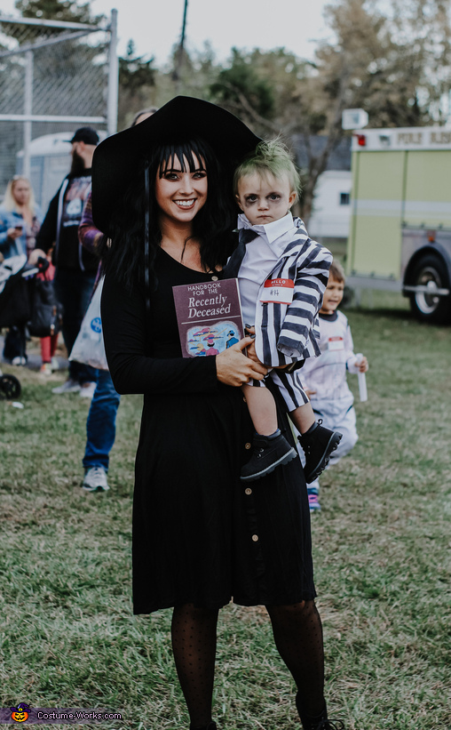 Baby Beetlejuice And Lydia Deetz Costume Diy Costume Guide