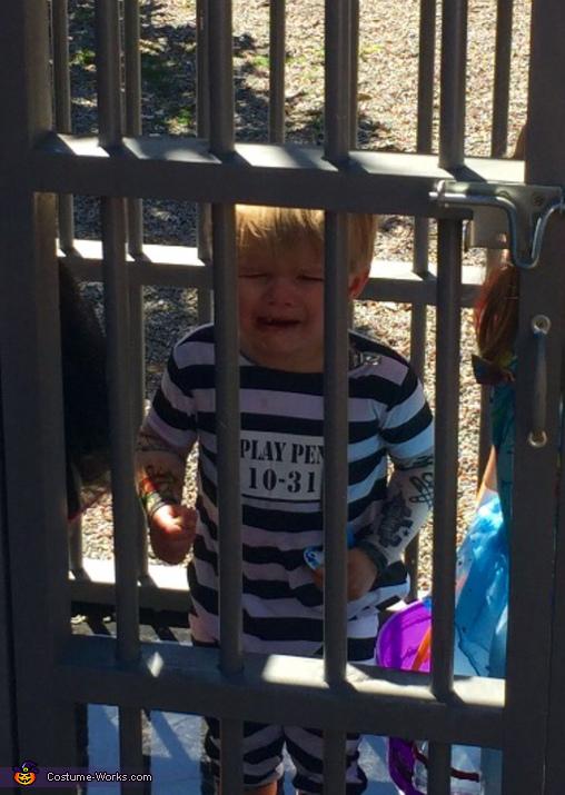 Convict Hayden Costume