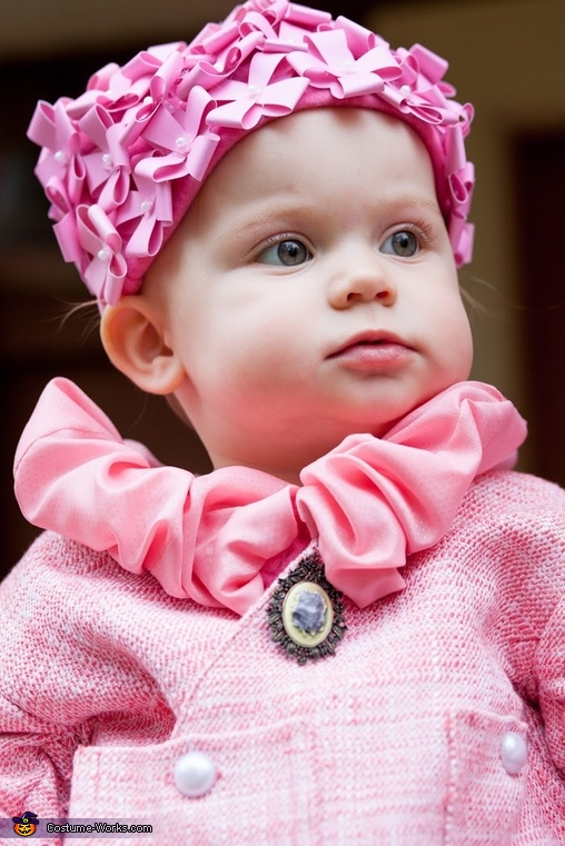 Her kitty-cat broach, Baby Dolores Umbridge Costume