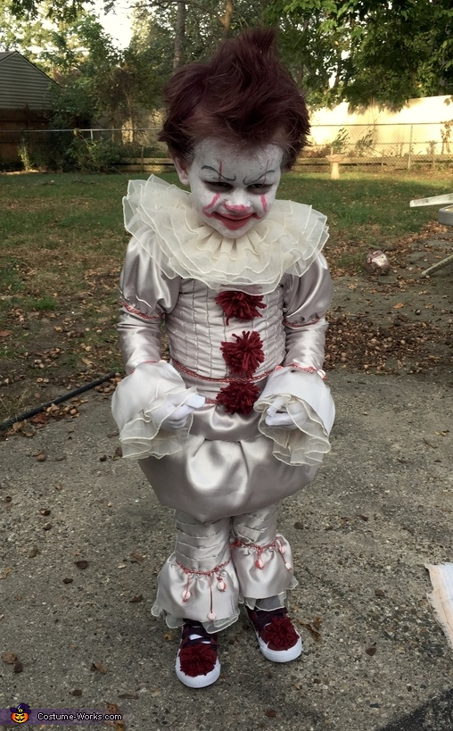Halloween Costumes Ideas For Babies: Baby Pennywise Costume