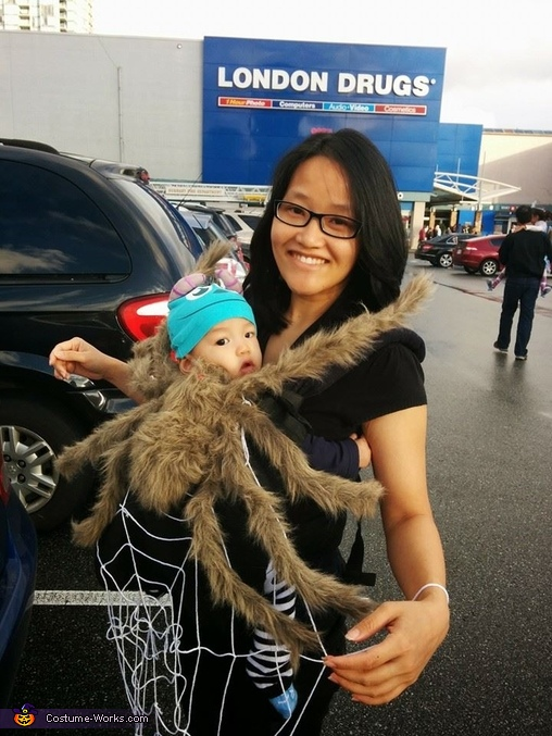 sc 1 st  Costume Works & Baby Spider and Mom Web Costume
