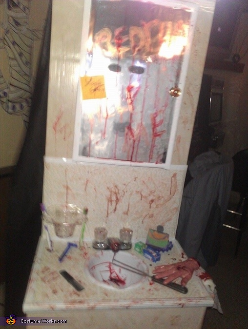 Bloody vanity, Bathroom Vanity Horror Scene Costume