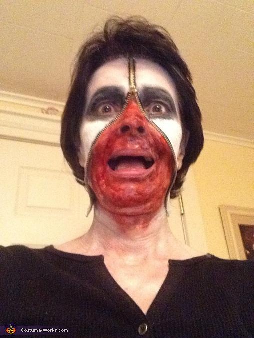 Zipper face, Bathroom Vanity Horror Scene Costume