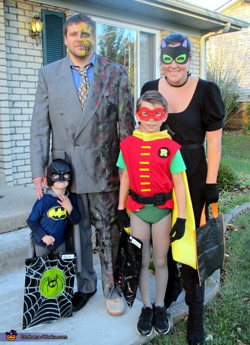 Batman Family Costume  sc 1 st  Costume Works & Batman Family Costume: Batman and Robin vs. Catwoman and Two-Face