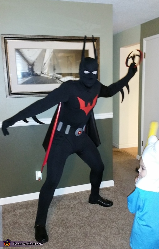 batarang pose, Batman Beyond Costume