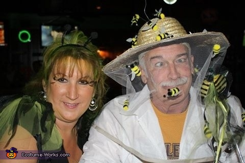 Buzzzzzzz..., Bee Keeper and his Queen Bee Couple Costume