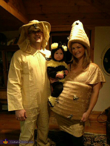 beehive little bee and beekeper family costume - Pregnant Halloween Couples Costumes