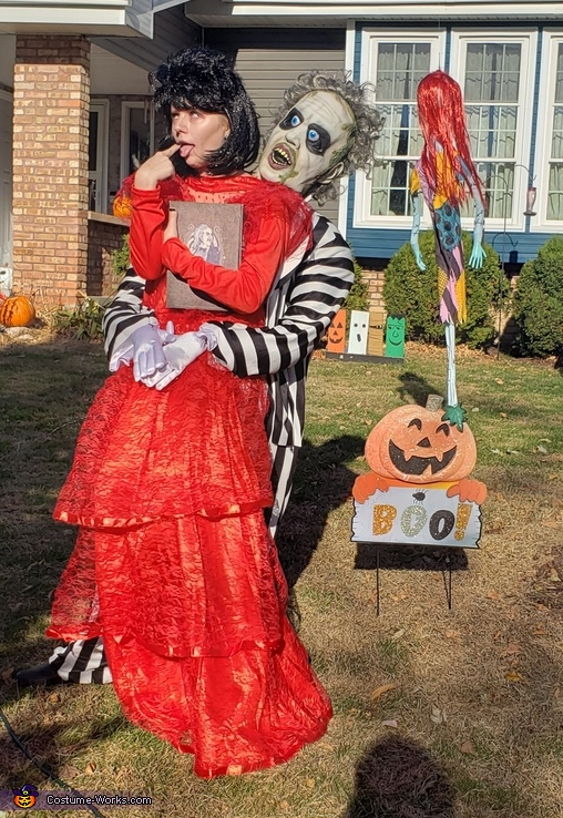 I'm Lydia Deetz, Yes I love that man of mine', Beetlejuice and Bride Lydia Costume