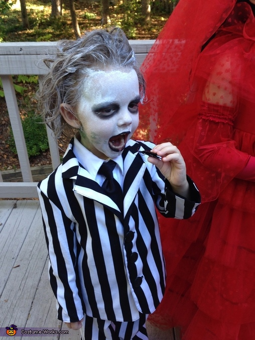 I eat bugs!!, Beetlejuice and Lydia Costume