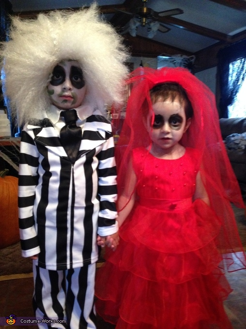 Beetlejuice And Lydia Deetz Costume Coolest Cosplay Costumes