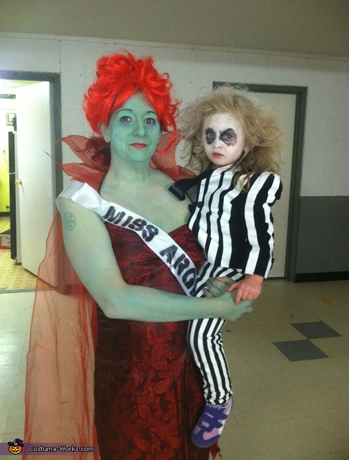 Beetlejuice And Miss Argentina Halloween Costume Best Diy Costumes