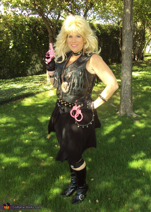 Beth Chapman, The Bounty Hunter Dog and Beth Chapman Couple Costume