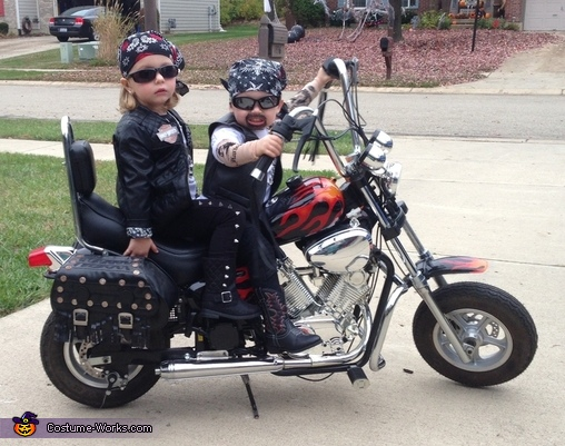 Bad to the bone, Biker Twins Costume