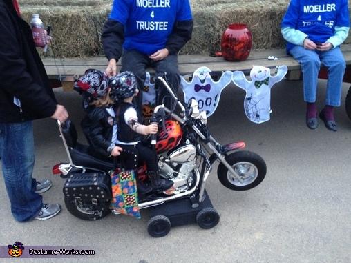 Getting some goods, Biker Twins Costume
